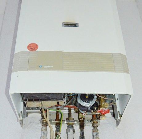 Le chauffe eau à plat, pour une fourniture et un contrôle en eau quotidiennement.